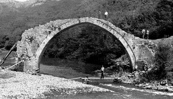 Stari most na reci Uvac