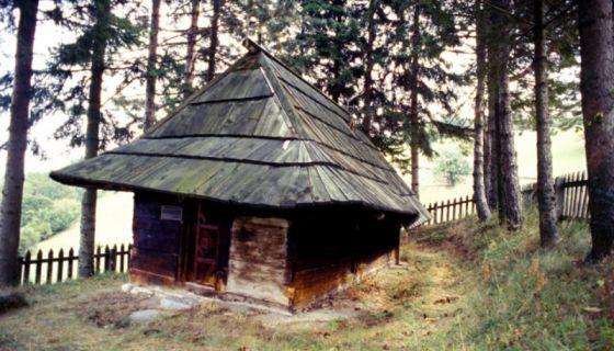 Црква брвнара у Кућанима
