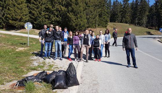 Ученици Техничке школе умивали туристичку зону Бабића брда
