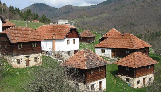 Брвнаре у засеоку Василићи, под Смудиногама