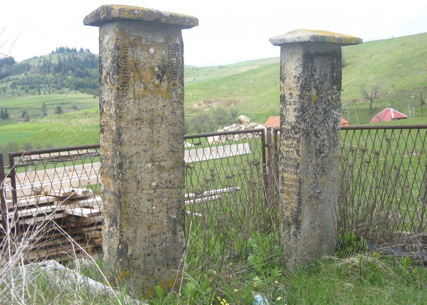Камена књига предака на Зекавичком брду