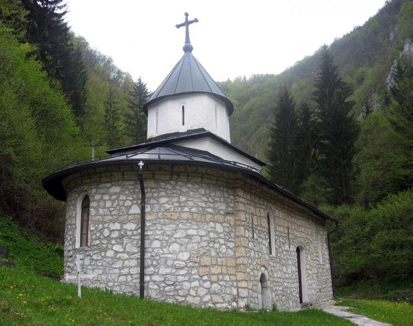 Имена јунака поред олтара - црква у Белој Реци