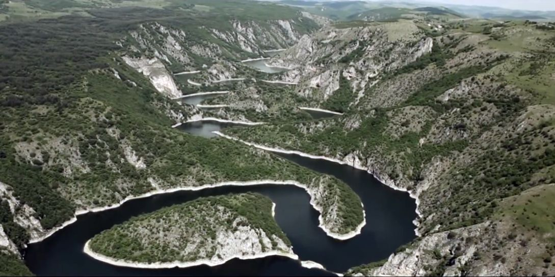 Kanjon reke Uvac iz vazduha