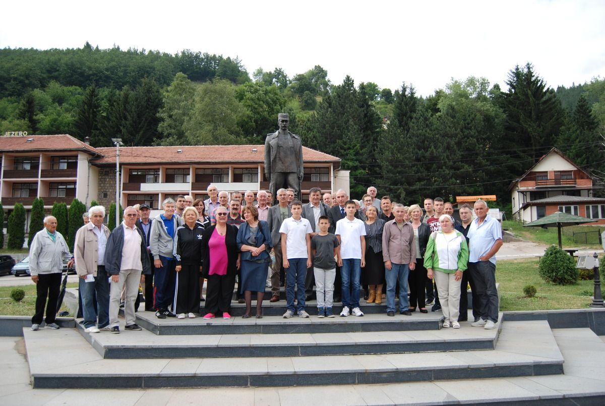 Полагање цвећа на споменик војводи Петру Бојовићу
