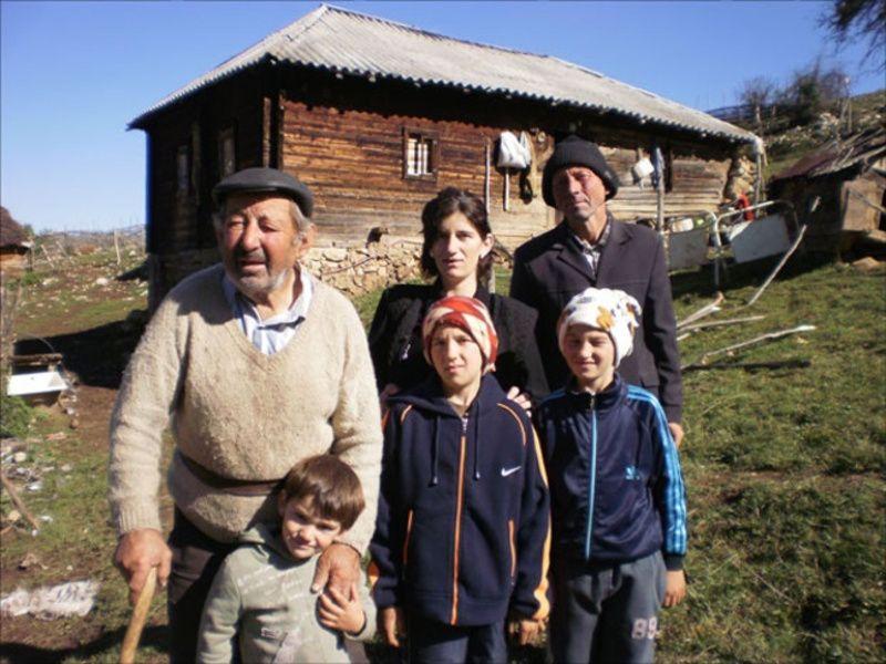 Томислав Јелић са члановима своје породице, фото: М. Нићифоровић