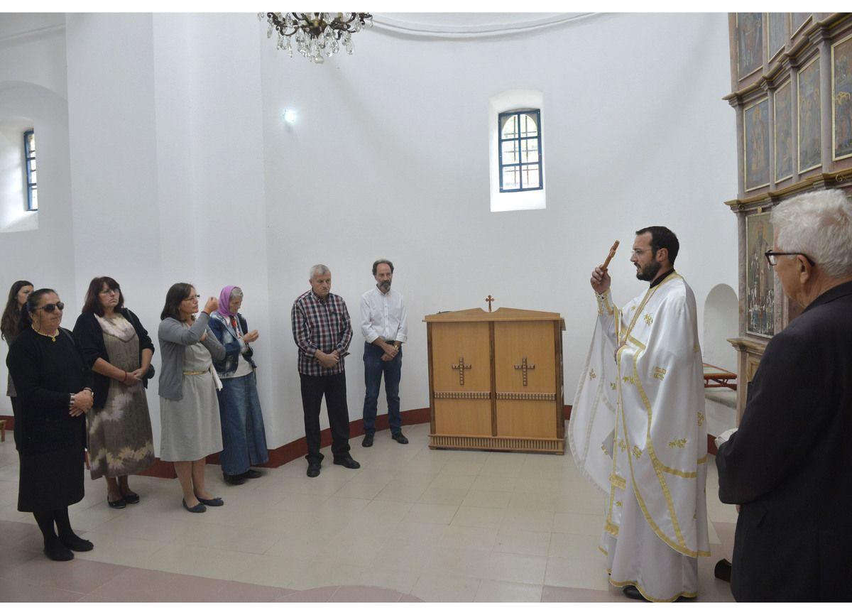 Народ обнавља Цркву у Штиткову