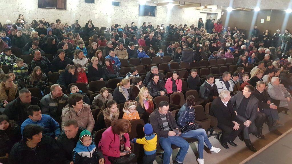 Новчане коверте за 425 малишана у Пријепољу