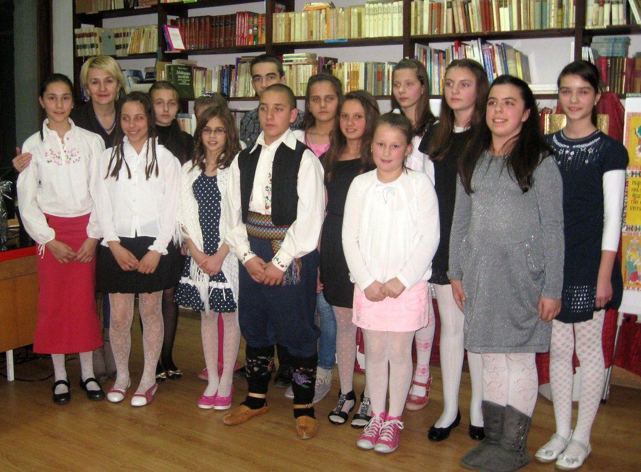 Clanovi dramsko-recitatorske sekcije OS Zivko LJujic