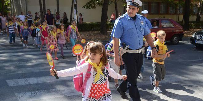 Policajac i deca
