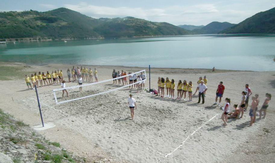 Teren za odbojku na pesku na obali Zlatarskog jezera