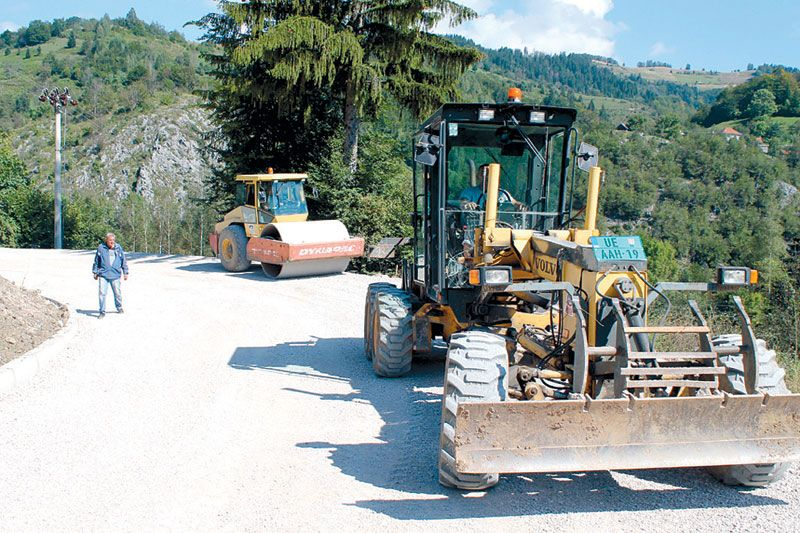 "Pripreme za asfalt, a ""zapelo"" za 700 metara bela reka"