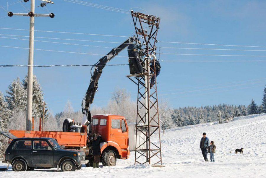 Sneg ostavio sela bez struje