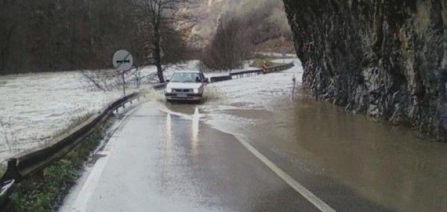 Lim poplavio put