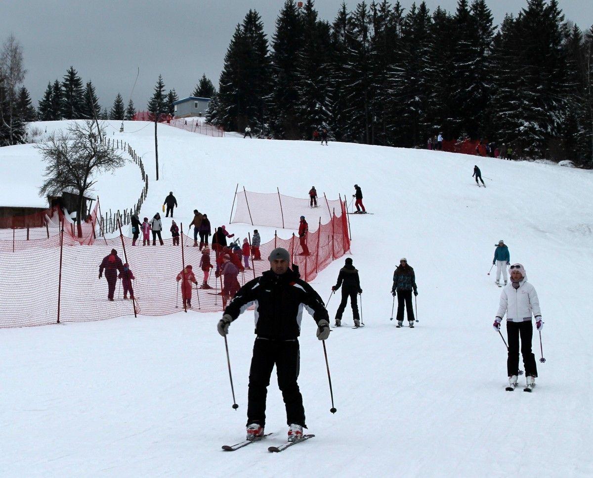 И спуст и школа скијања на стази