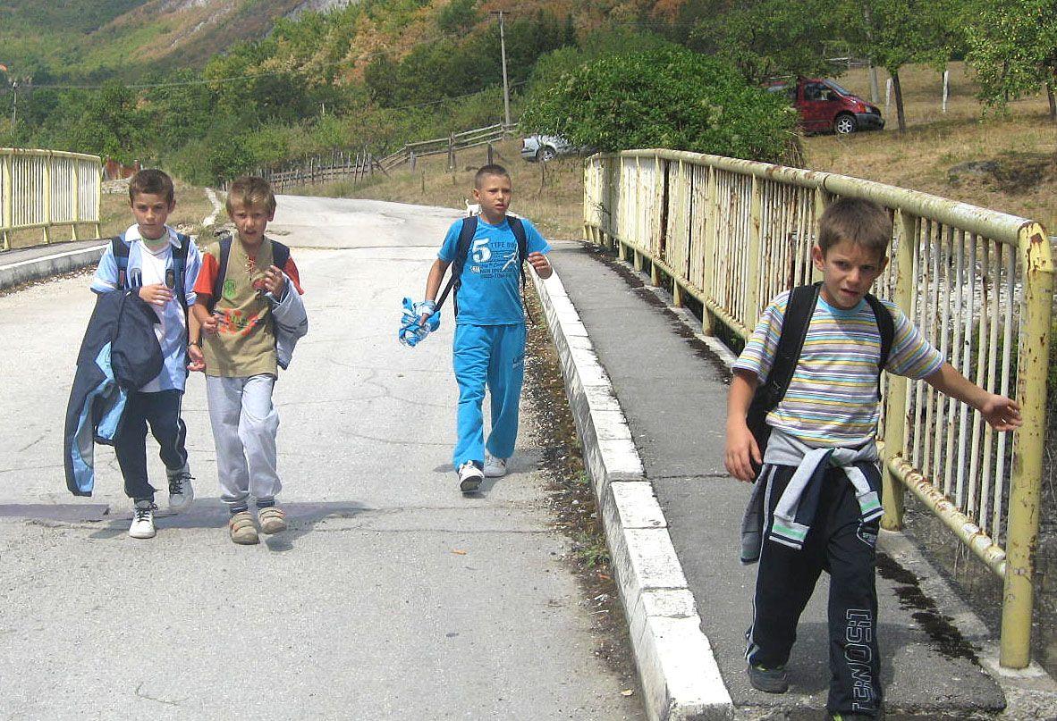 Сеоске школе на издисају – ђаци из Бистрице