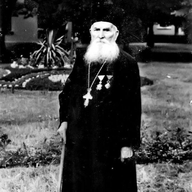 Поп Чедо Чакаревић, 1954. у Матарушкој Бањи (Фото албум Б. Чакаревића)