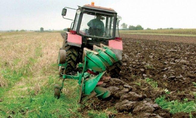 Више од 600 000 хектара ораница нико не обрађује