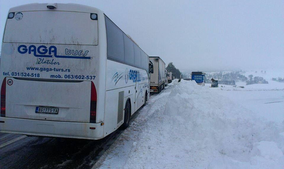 Obustava saobraćaja na magistralnom putu kod Čajetine