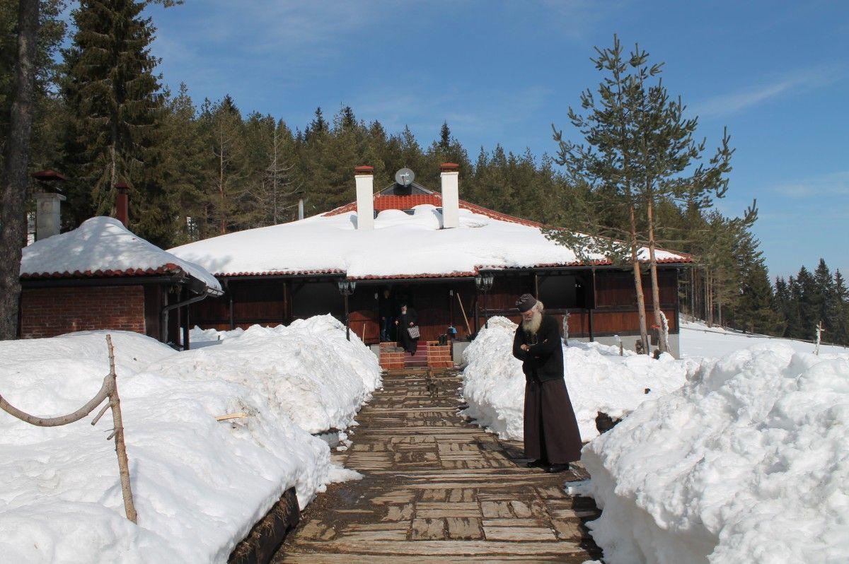 Конак манастира Светих Козме и Дамјана на Воденој Пољани