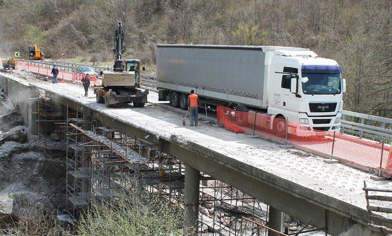 Ужички путари поправљају стубове и конструкцију моста Bistrica