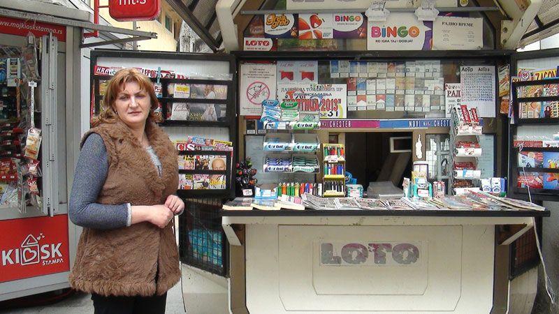 """Kiosk """"Loptica"""" i prodavačica Danijela Tomašević"""