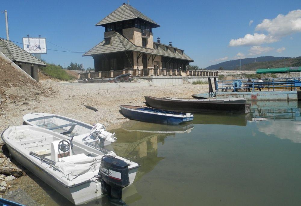 Čamci na Zlatarskom jezeru
