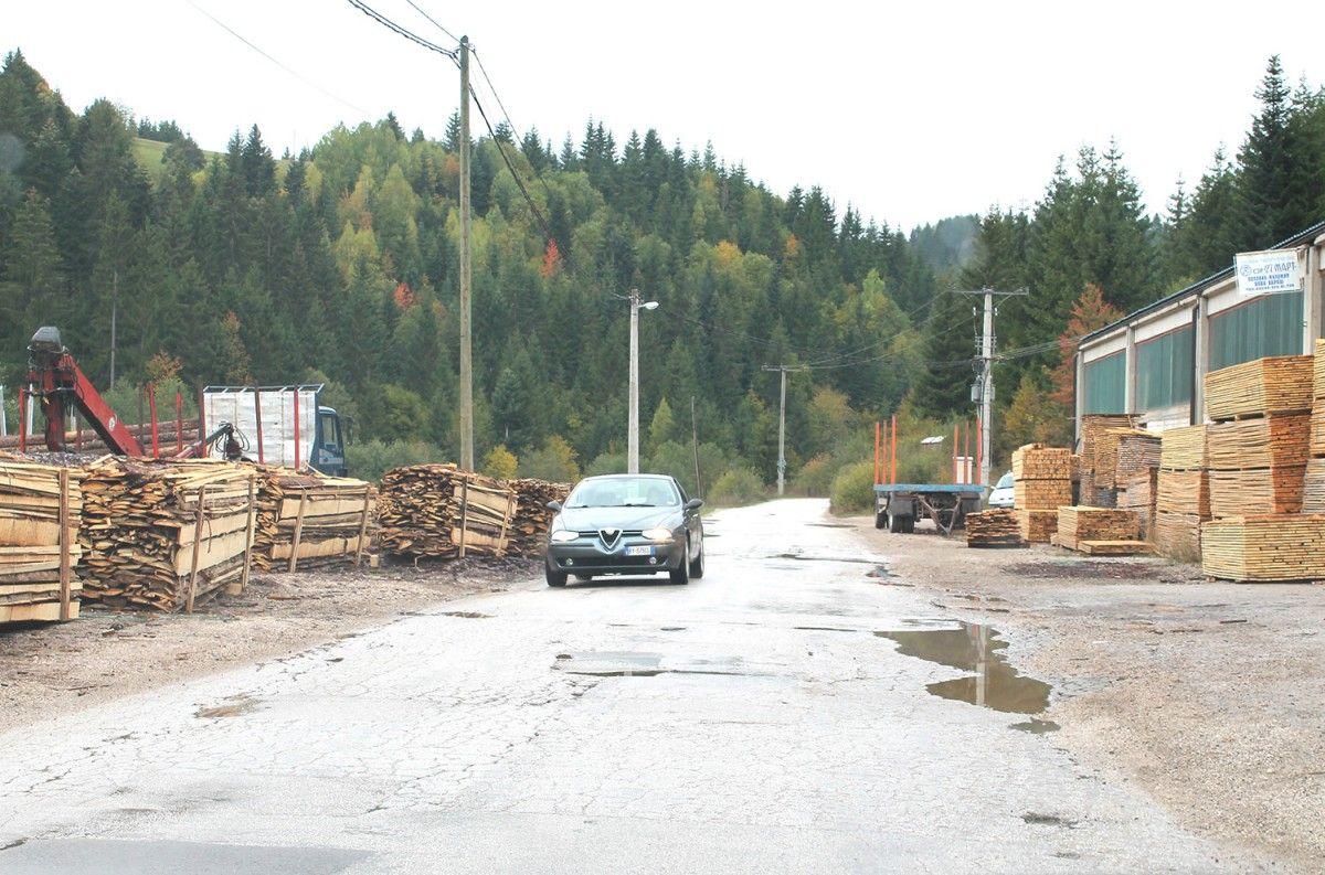Оштећења и локве на најважнијем општинском путу – долина Злошнице