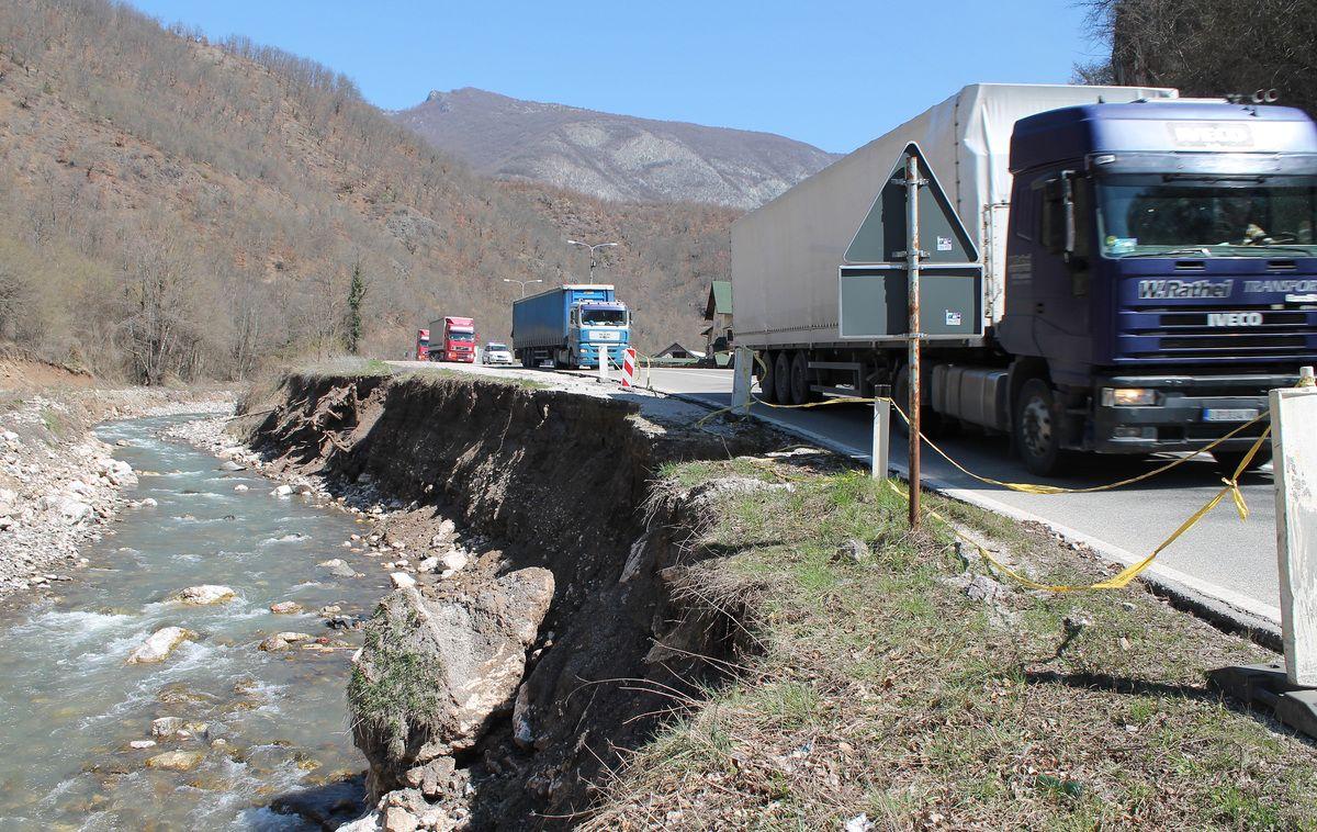 """Река Бистрица поткопала магистралу између моста и ресторана """"Вихор"""""""