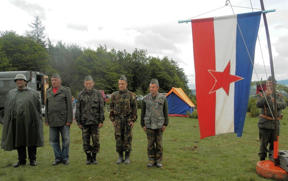 Pozdrav zastavi bivše Jugoslavije sa prošlogodisnje proslave Dana mladosti na Velikom brdu