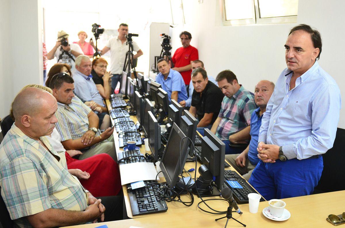 """Хуманитарна организација """"Стара Рашка"""" донирала је болницама у Пријепољу, Прибоју и Новој Вароши 20 компјутера"""