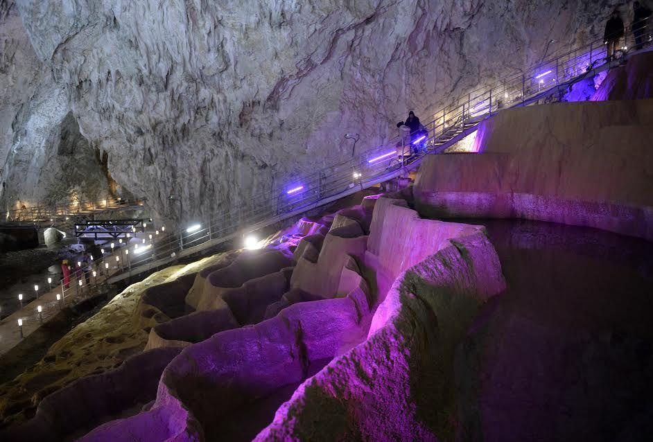 Стопића пећина