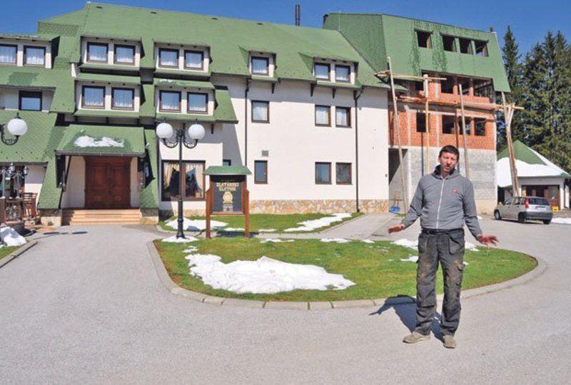Sa svojih deset prstiju napravio hotel na Zlataru... Željko Topalović