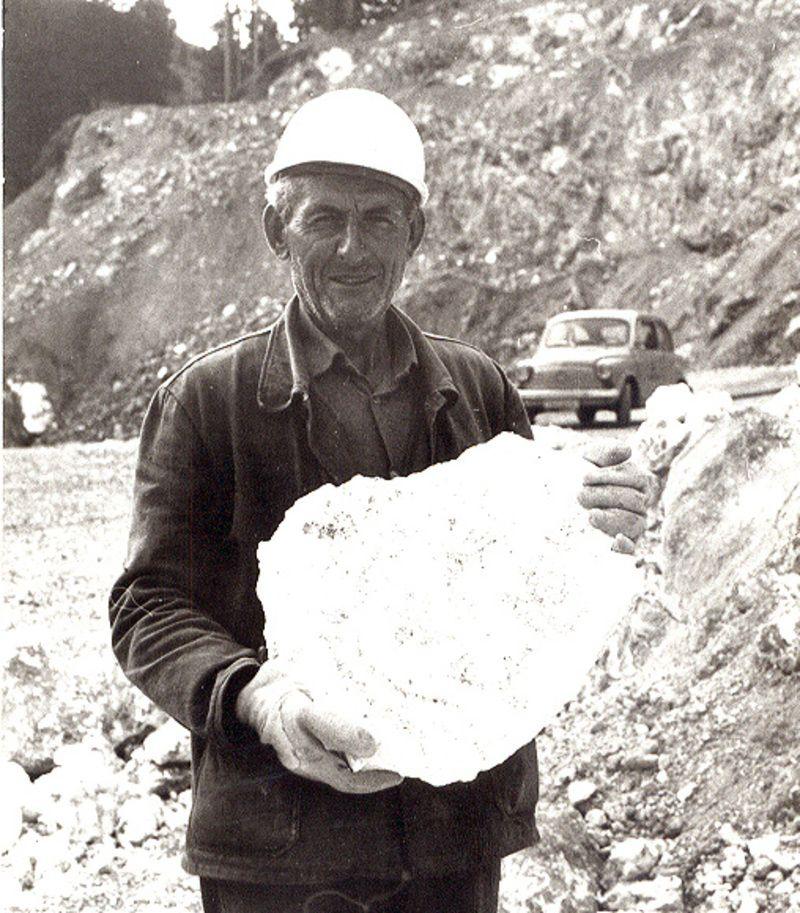 Грудва - руда магнезита из Голих Брда