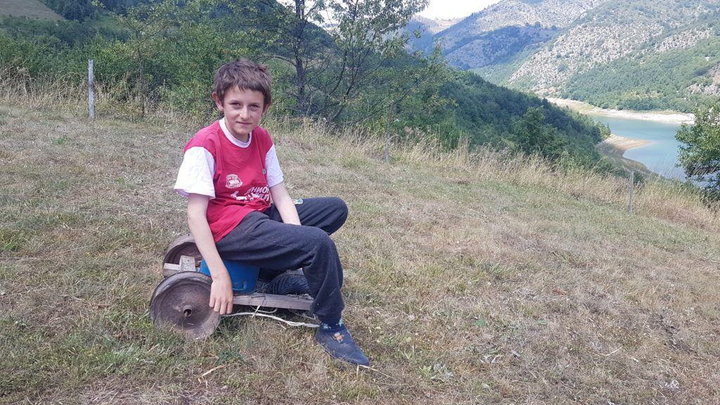 Стара троковица једина је играчка за Милоја Думбеловића, фото: www.ппмедиа.рс