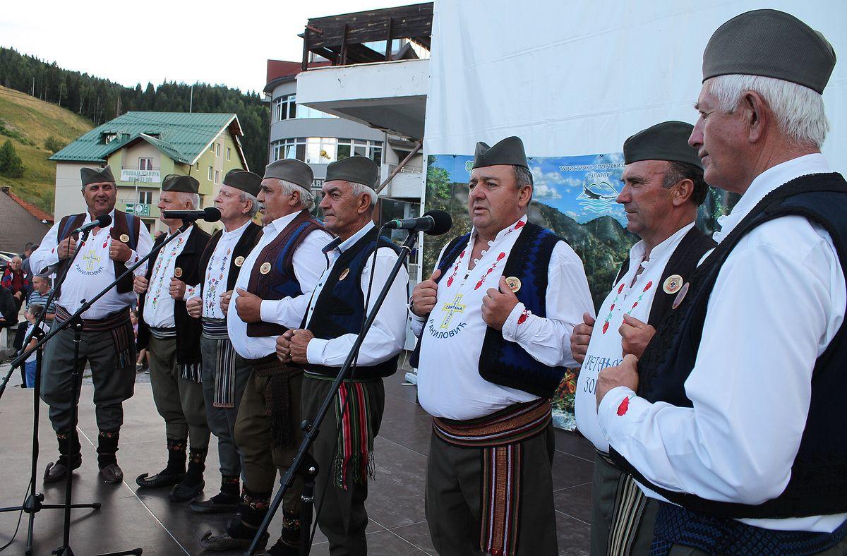 Певачка група Сретењске зоре из Аранђеловца