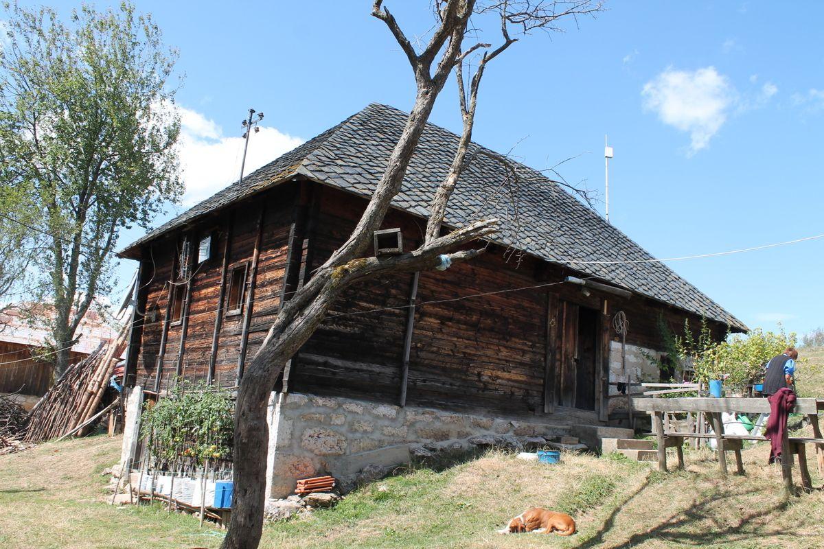 Купци траже очуване старе куће, са окућницом