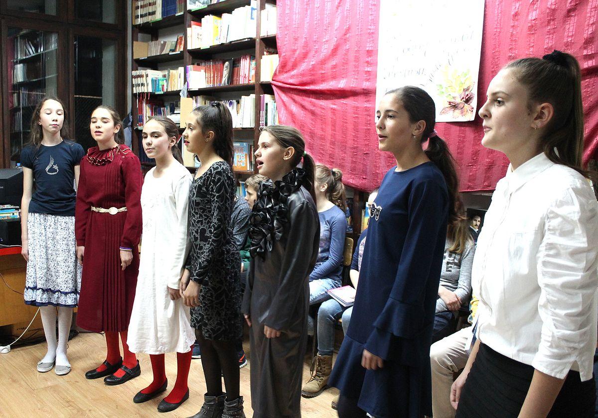 Умеће,  знање и таленат – извођачи програма  у библиотеци школе  (Фото: Д. Гагричић)