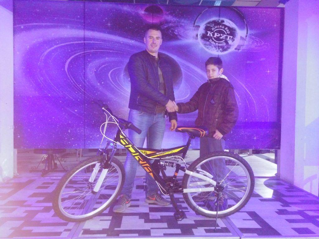 Бицикл обрадовао малишана из породице Дробњаковић