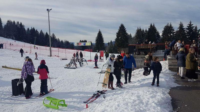 Скијање на Златару на +10