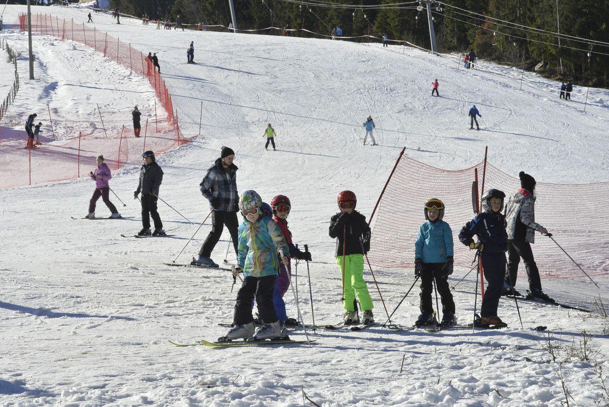 Skijanje na sunčanom Zlataru