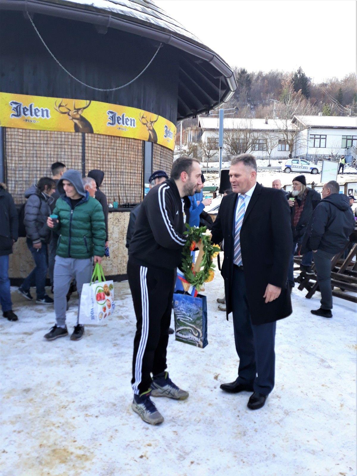 Председник општине Нова Варош  честита победнику