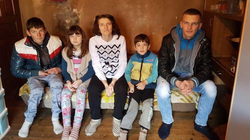 Данијела Јешић са децом