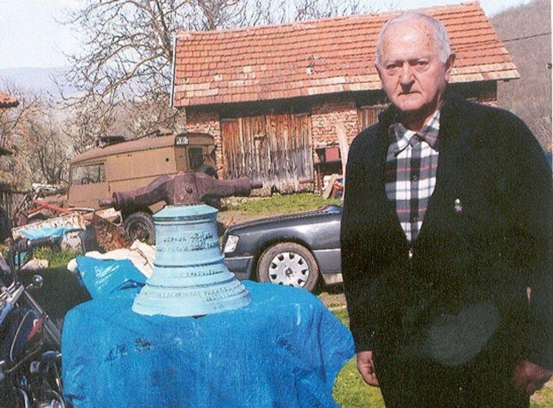 Бранислав Бојовић већ годинама брине о вредној старини / Фото Приватна архива