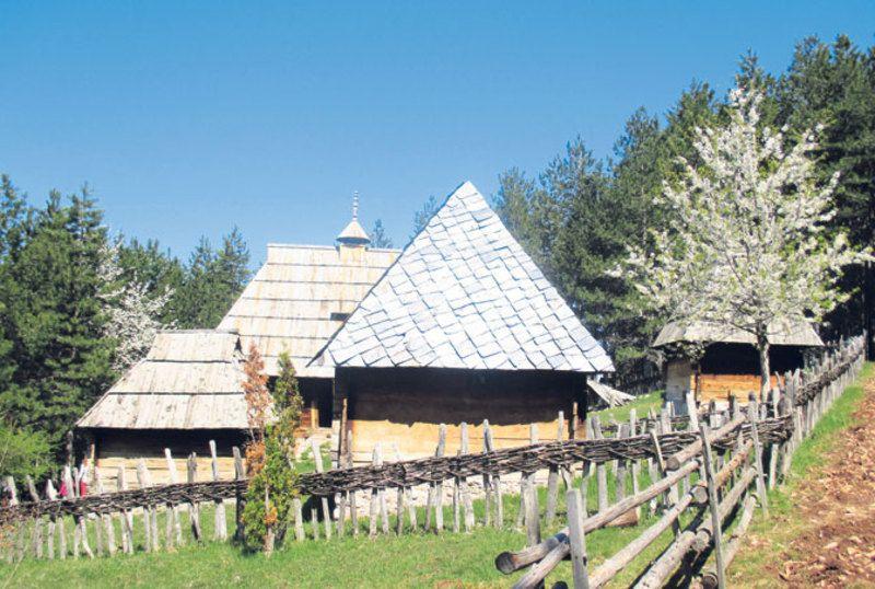 """Музеј """" Старо село"""" у Сирогојну"""
