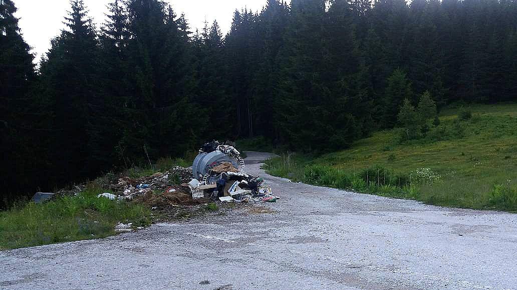 Затрпан део пута за Батаковиће (субота, 9. јуна (Фото: З.  Батаковић)