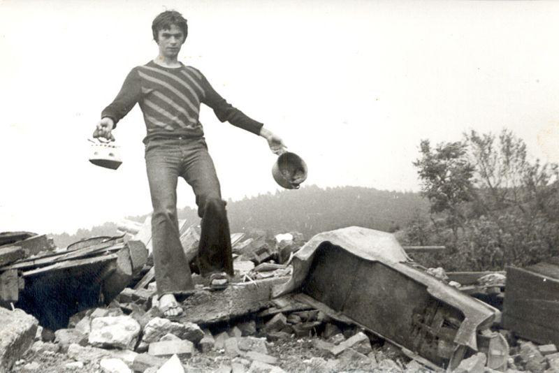 Рушевине на огњишту, Негбина 1977. године