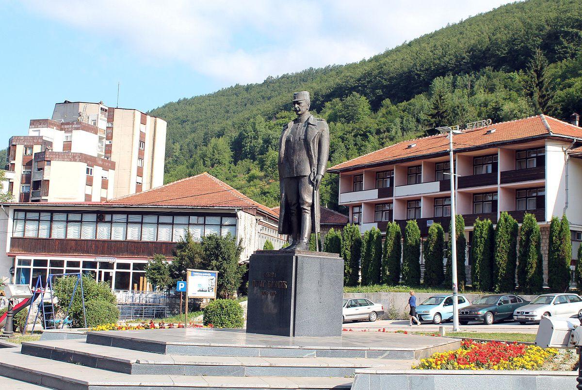 На вечној стражи - споменик откривен 1997. године