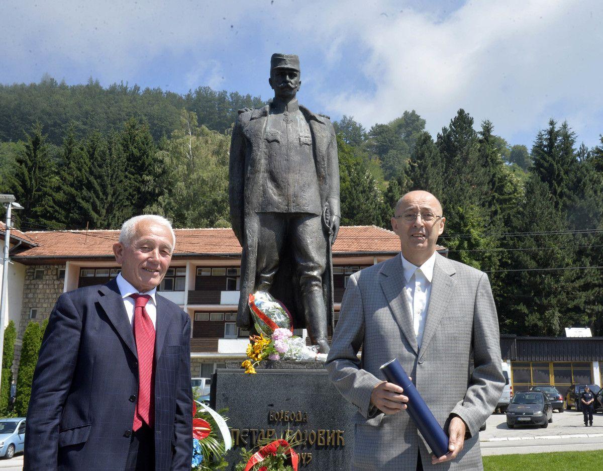 Признања  за   допринос у неговању традиција ослободилачких ратова уручио је Милан Бјелић, председник Удружења потомака ратника