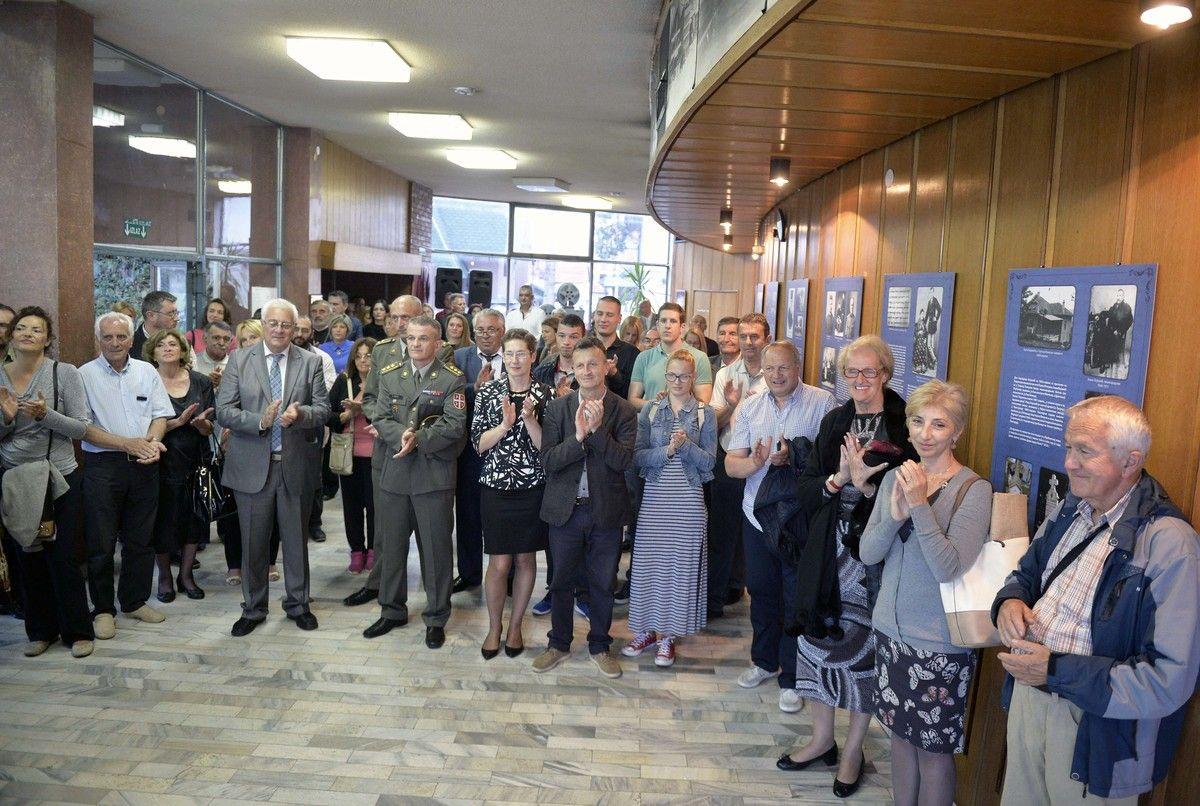 Сведочанства времена - изложба отворена у холу Дома културе (Фото: Р. Прелић )