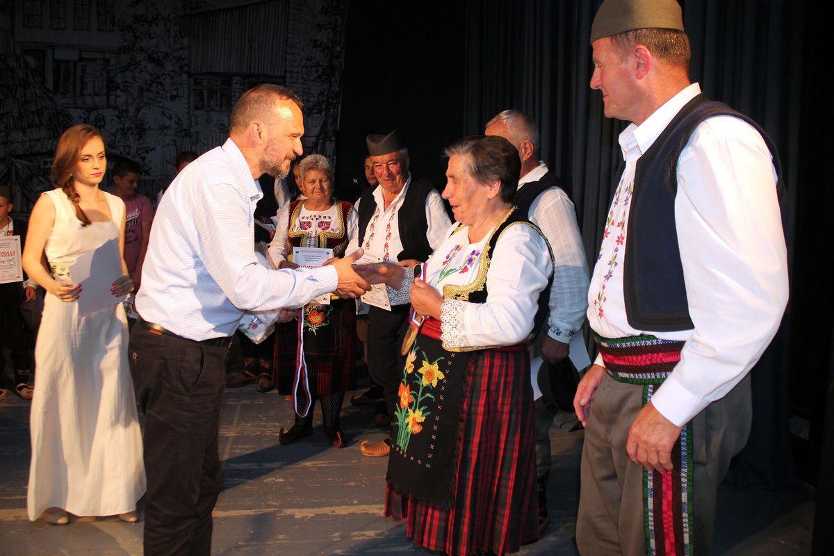 Радојица Перишић, председник Друштва, уручио је награде
